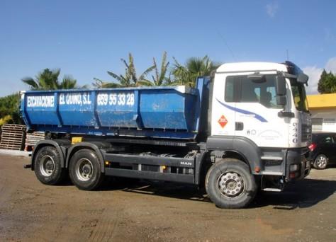 camion con contenedor de escombros